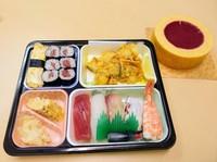 20201230仕事納めの寿司弁当.JPG